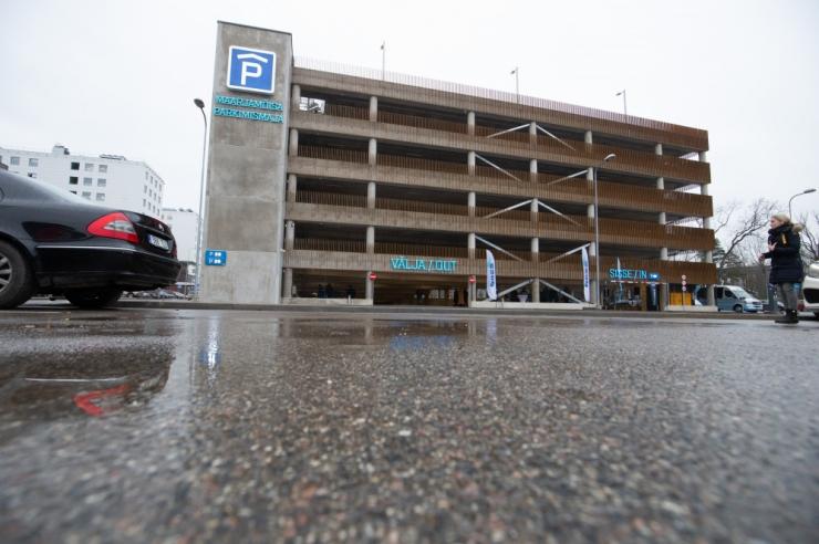 Parkimise hinnatõus peletab autod tänavalt parkimismajja