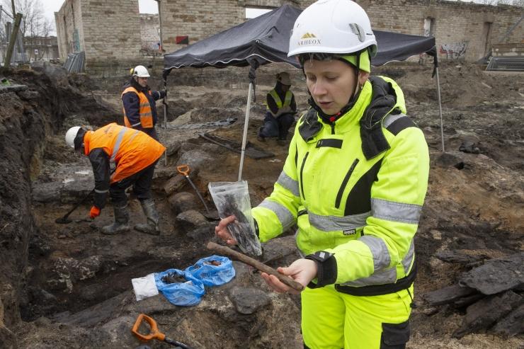 FOTOD! Leiti esimesed jäljed Kalamaja keskaegsest asustusest – elumaja vundament ja kaev