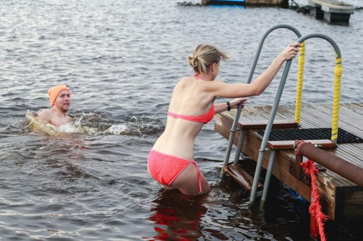 Nõmme Talikarsummil ujuti kahekraadises vees uued Eesti rekordid
