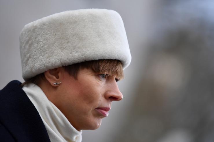 Kolm Eesti diplomaati said presidendilt eluaegse suursaadiku auastme