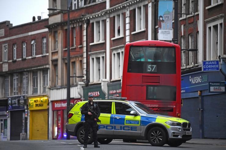 Londoni politsei lasi maha arvatava terroristist pussitaja