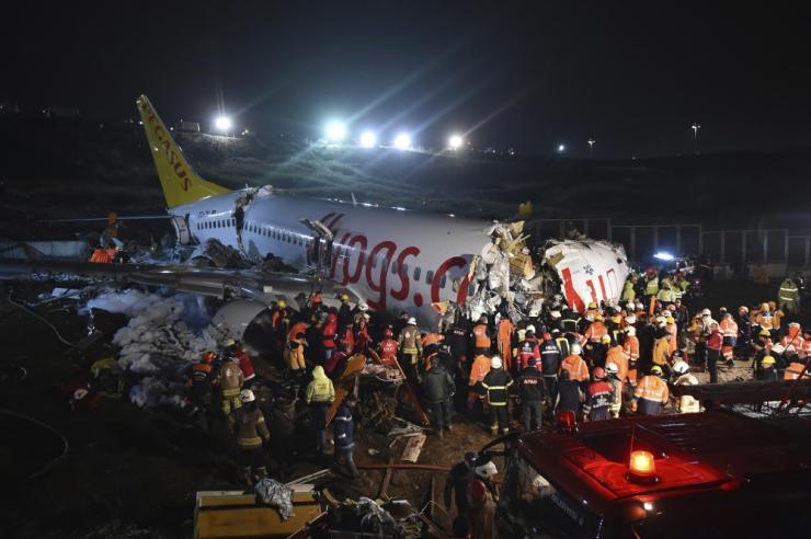 Istanbulis sai lennuõnnetuses viga vähemalt 52 inimest