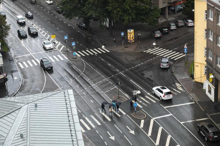 VIDEO! Isegi mittetöötavad mobiilsed liikluskaamerad kahandavad autojuhtide sõidukiirust