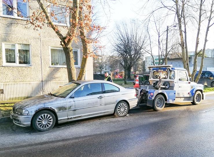 """AUTOROMUD: Juhatuse liikme """"rariteedist"""" BMW segas parkimist"""