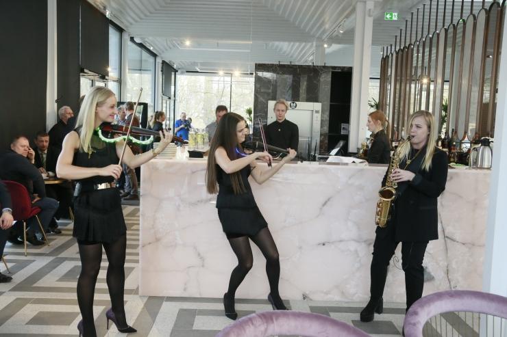 FOTOD JA VIDEO KOHVIKU AVAMISEST! Katrin Karisma: Tammsaare pargi paviljonist võib kujuneda näitlejate kokkusaamise koht