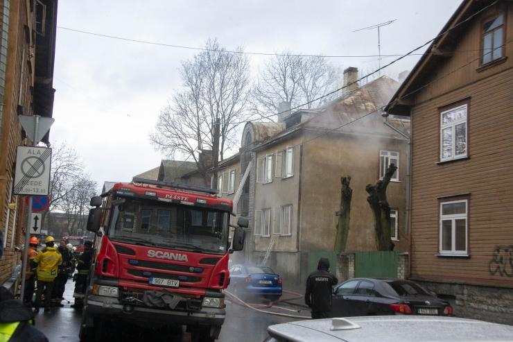 VIDEO JA FOTOD! Põhja-Tallinna elumaja suurpõleng nõudis inimelu, linnaosavalitsus pakub kannatanutele abi