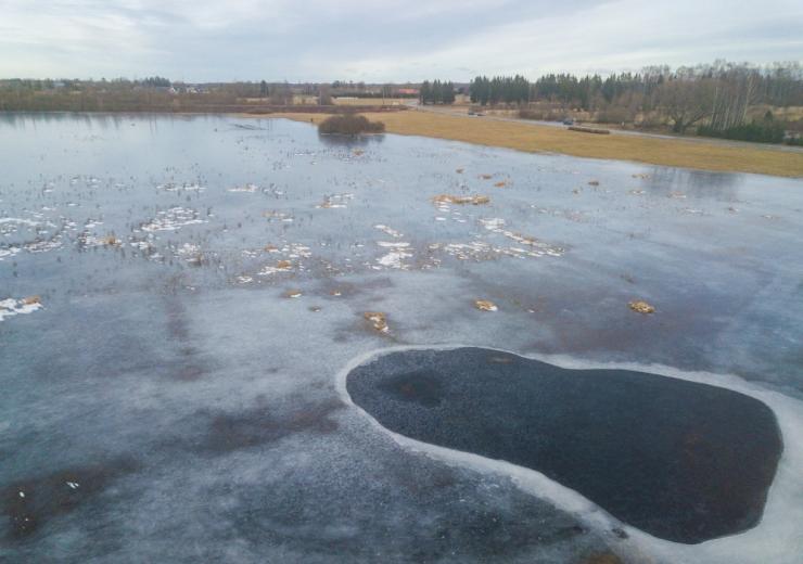 Jääolud veekogudel on muutlikud ja jää pole inimese kandmiseks piisav