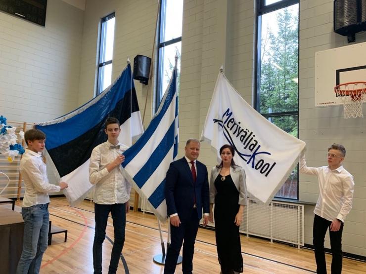 Pirita kinkis Eesti sünnipäeva puhul lippe