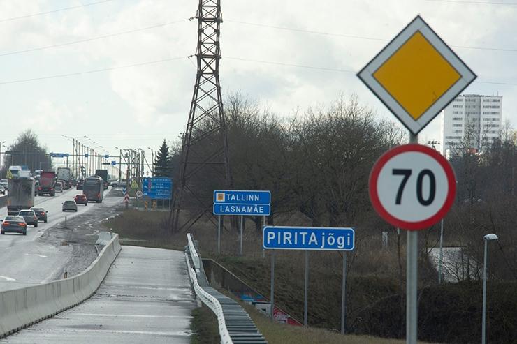 EKSPERDID: Peterburi teed võiks katta asfaldi asemel uus betoon