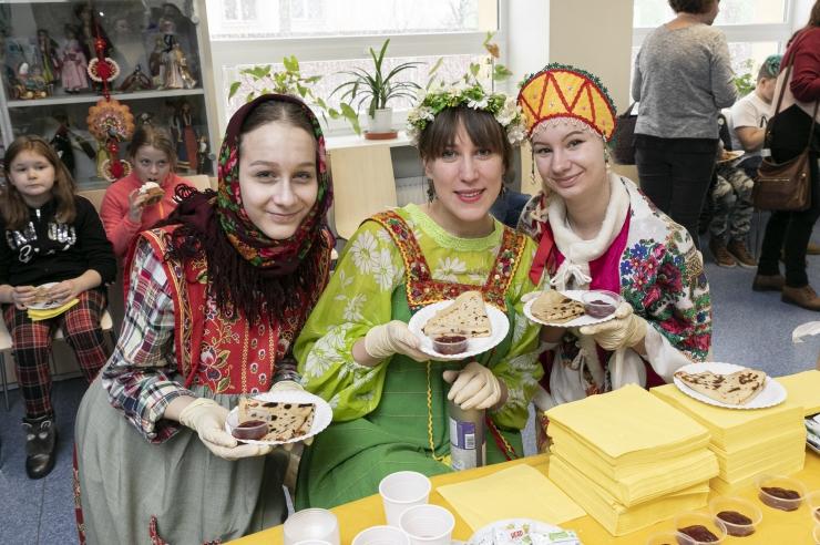 FOTOD! RRÜL Lüüra slaavipärasel vastlapäeval pakuti pannkooke