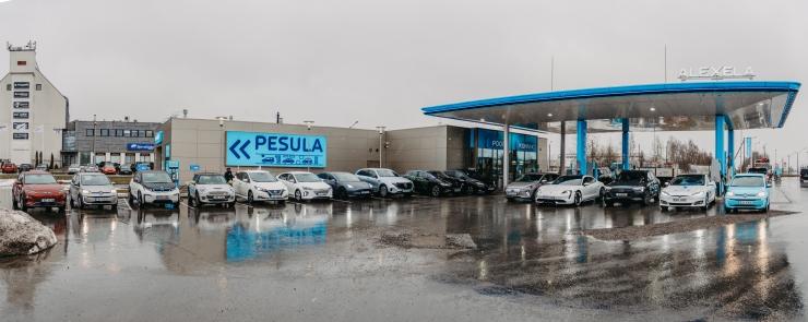 FOTOD! Alexela avas Eesti esimese ultrakiire elektriautode laadimispunkti