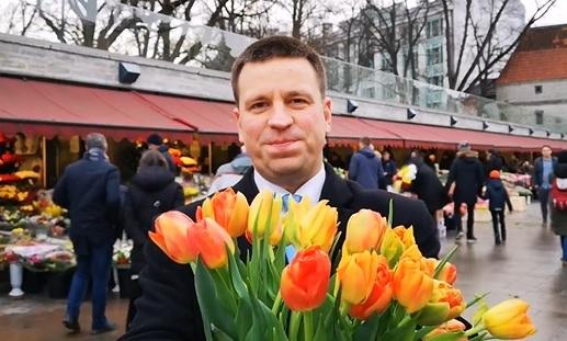 VIDEO! Peaminister ja Keskerakonna esimees Jüri Ratas saadab naistele palavad tervitused!