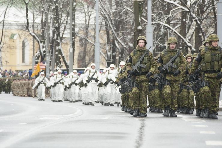 VAATA JÄRGI: Kuus müüti naiste teenimise kohta kaitseväes