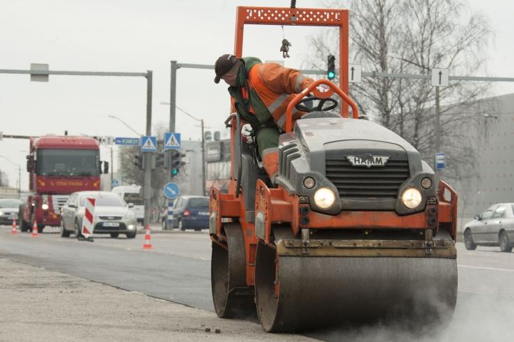 VIDEO! Kanalisatsioonitorustiku remont tõi Kadaka teele olulisi liikluspiiranguid