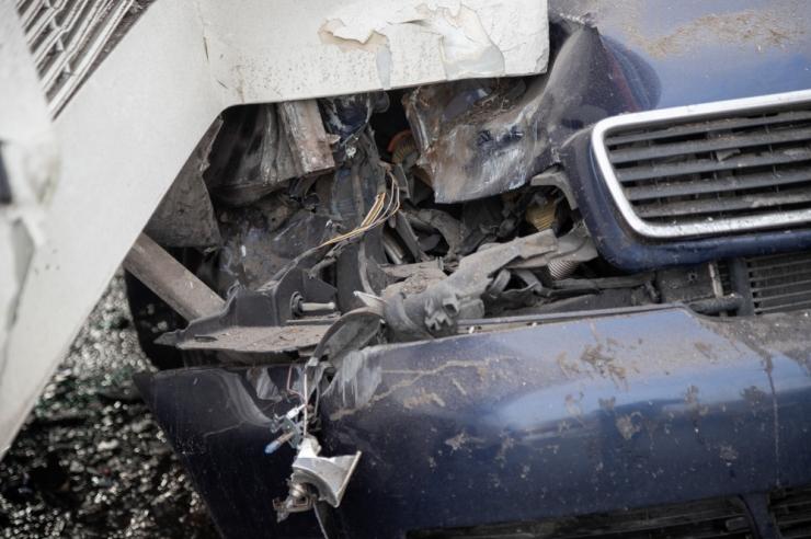 Viljandimaal hukkus sõiduauto ja veoauto kokkpõrkes naine
