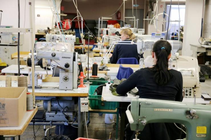 Lugeja küsib: kas töötaja töötasu võib ühepoolselt vähendada?