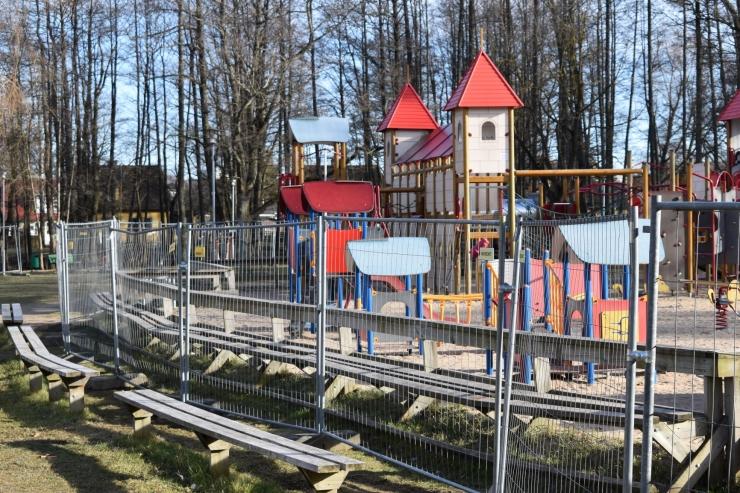 Kristiine suurim mängulinnak Löwenruh` pargis piirati metallaiaga