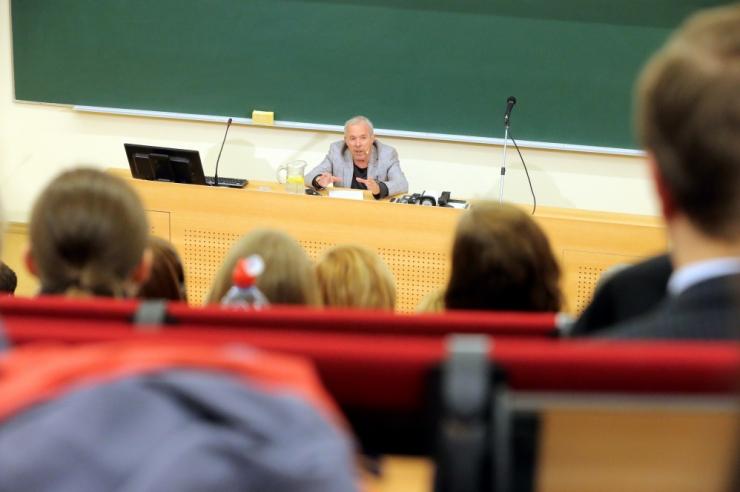 Ülikoolid on valmis lükkama õppetöö ja lõpetamised augustisse