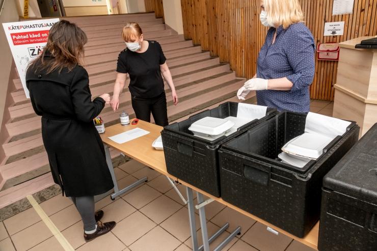 Abilinnapea Belobrovtsev: kriisiolukorra süvenedes oleme valmis õpilastele sooja söögi koju toimetama