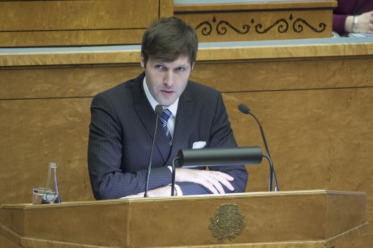 Helme: riigieelarvet ootab tänavu 1,2 miljardi euro suurune auk
