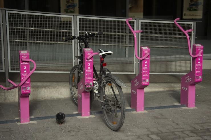 VIDEO: Tallinna inimestele jagatakse tasuta jalgrattaid linnasisesteks sõitudeks