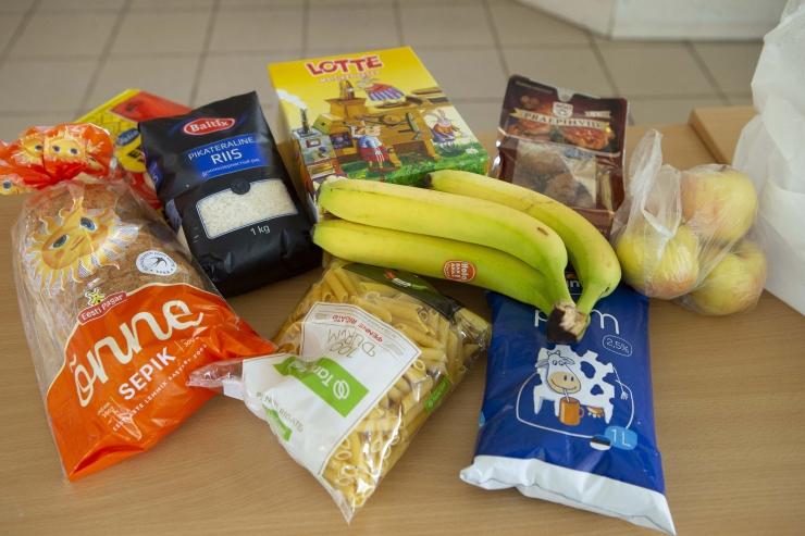 PUUVILJAD JA JUUST: Õpilased saavad toidupakist nädalajagu tervislikke lõunaid