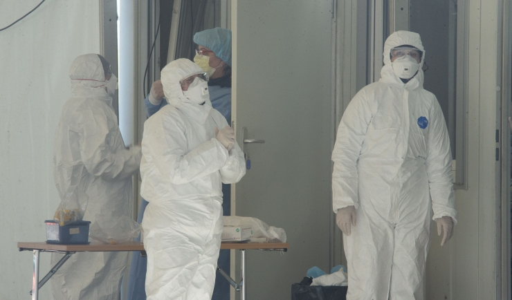 Suri esimene meditsiinitöötaja, kokku on COVID-19 tõttu Eestis surnud 24 inimest