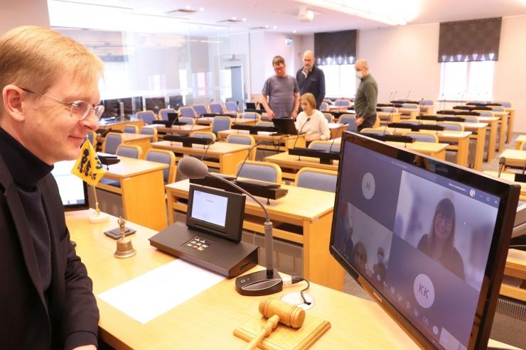 VIDEO! Tallinna linnavolikogu valmistub esimeseks e-istungiks