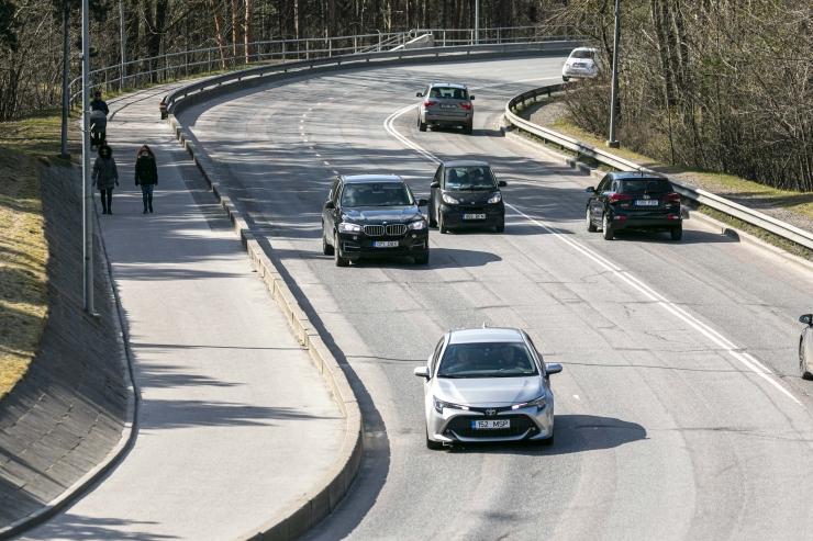 KOROONAVIIRUSE MÕJU: Tallinna tänavatel on autosid kolmandiku võrra vähem