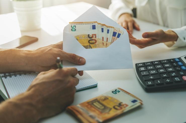 KOLM NIPPI: Kuidas laenata sõbrale raha nii, et see hiljem ka tagasi saada