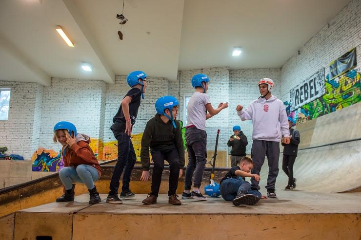 """VIDEO! Mustamäe Avatud Noortekeskus """"kolis"""" Vilde Spordiparki"""
