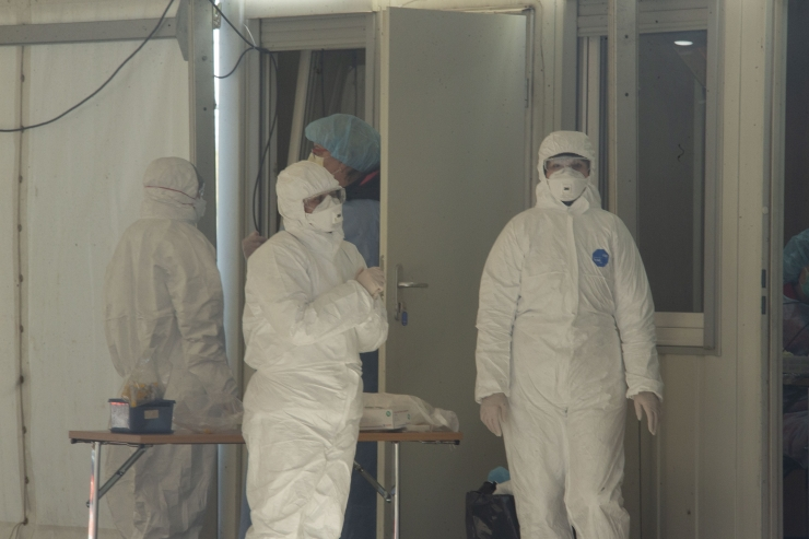 Koroonaviiruse tõttu elu kaotanud haiglatöötaja pere saab 50 000 eurot hüvitist