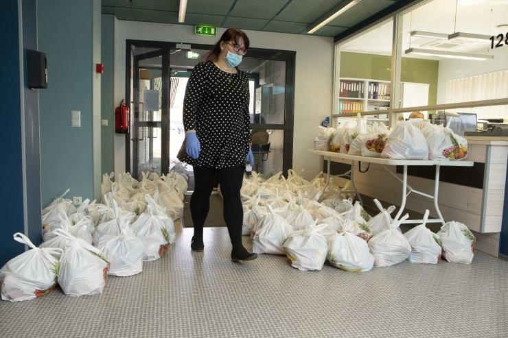 VIDEO! Linn lõpetas koolide toidupakkide jagamise magusa üllatusega