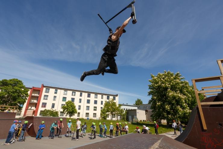FOTOD! Spordihuvilised noored saavad suvel tasuta trikke õppida