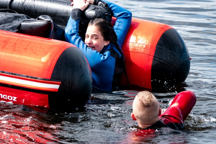 FOTOD JA VIDEO! G4S vetelpäästjad harjutasid Pirital inimese päästmist veest