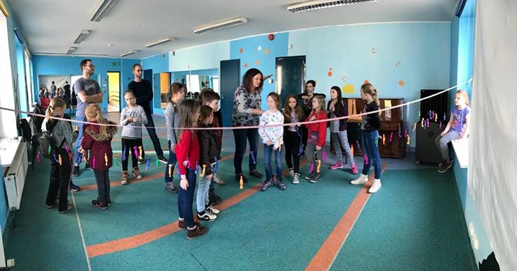 Uues noortekeskuses saab saalis tantsida ja aias näppu mulda pista