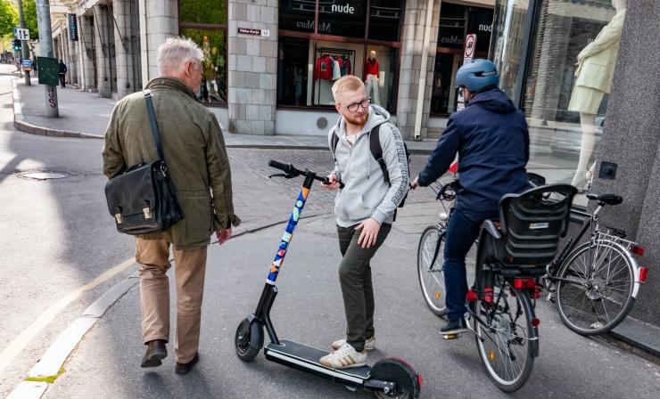 KAKS KORDA ROHKEM ÕNNETUSI: Jalgratturid sõidavad vastu posti