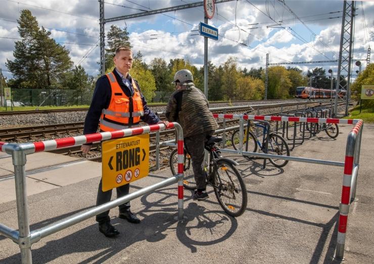 Keelavat foorituld eiranud eakas jalgrattur sai rongilt surmava löögi