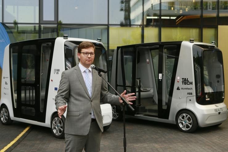 VIDEO JA FOTOD! Esmakordselt maailmas: Ülemiste Citys testitakse kolmel isejuhtival bussil põhinevat ühistranspordi platvormi