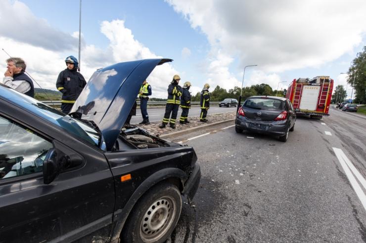 Jaanieelne nädalavahetus on toonud kolm liiklussurma ja 23 vigastatut