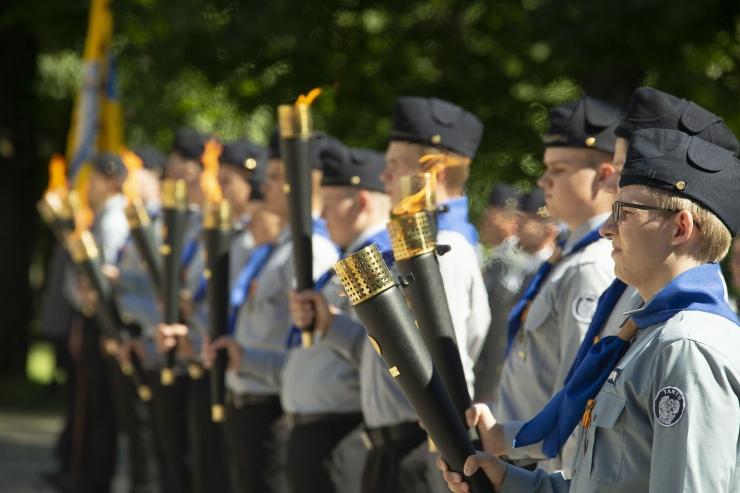 FOTOD! Kaitseliit jagas jaanilõkete süütamiseks Võidutuld üle Eesti