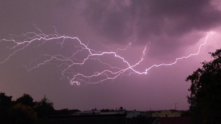 HOIATUS! Täna on mitmel pool tugev vihmasadu koos äikeseohuga