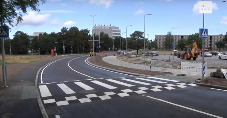 VIDEO! Raja tänavale on paigaldatud nutikad päikesepaneelid