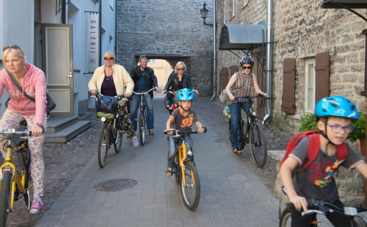 Tallinna Biennaali galeriide rattatuur külastab kaheksat väljapanekut