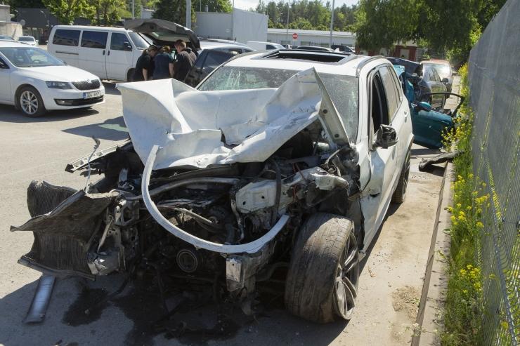 Laagna avarii kaaspõhjustaja võis olla kollase Chevrolet Camaro juht