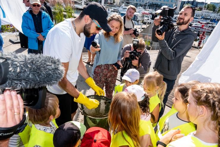 VIDEO JA FOTOD! Vanasadama mereprügipüüdur mõõdab Tallinna merevee puhtust