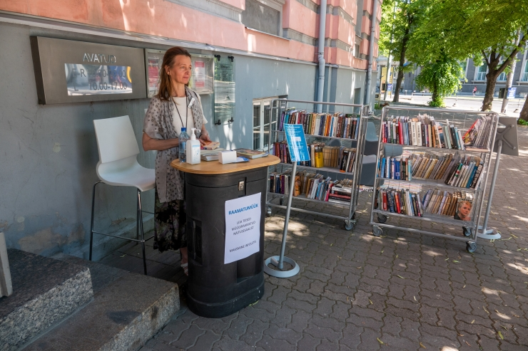 Tallinna Keskraamatukogu laienes õue ja netiavarustesse