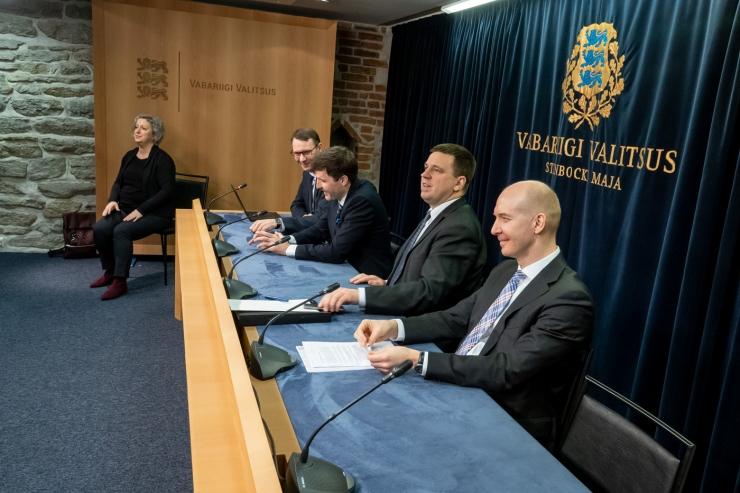 VAATA OTSE KELL 12: Peaminister räägib koroonaviiruse levikust Eestis