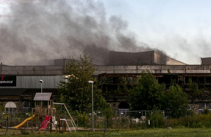 VIDEO! Tallinnas süttis vana tööstushoone