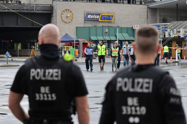 Berliinis jalakäijate sekka sõitnud Eesti autol puudus tehnoülevaatus